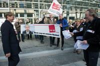 Flugblätter für die ARD-Intendanten Foto: Christian Ditsch / version-foto.de