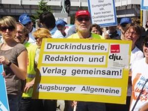 Engagiert in der Tarifrunde 2011 – Mitarbeiter der Augsburger Allgemeinen. Foto: ver.di