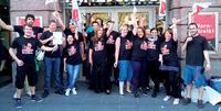 Cinestar-Mitarbeiter in Frankfurt im Ausstand - Besucher zeigen Verständnis für die Forderungen. Foto: Manfred Moos