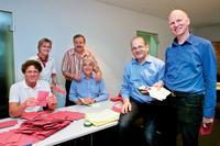 Der Wahlvorstand mit seinem Vorsitzenden Dirk Schuwerack Foto: WDR/Bernd- Michael Maurer