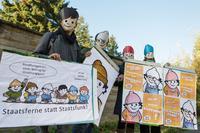 """Als Mainzelmännchen verkleidete Demonstranten am 5. November in Karlsruhe vor dem Bundesverfassungsgericht. Motto: """"Staatsferne statt Staatsfunk! Foto: dpa/Uwe Anspach"""