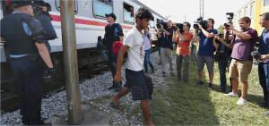Auf der Balkanroute: Ankunft im ostkroatischen Grenzort Tovarnik. Tausende warten hier auf ihre Weiterreise in den Norden an die Grenze nach Ungarn, das im September die Grenze zu Serbien dicht gemacht hat. Foto: dpa / PIXSELL / Davor Puklavec