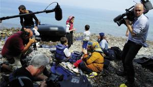 Sie kamen in kleinen Booten von der Westküste der Türkei übers Agäische Meer: Menschen aus Afghanistan, Irak, Bangladesh und Syrien landeten auf der griechischen Insel Lesbos. Foto: dpa / NurPhoto / Panayiotis Tzamaros