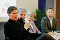 Thomas Walde, Moderator Uli Röhm, Anita Stocker (Stiftung Warentest) Nikolaus Blome (Bild) -v.l.n.r. Foto: Christian von Polentz
