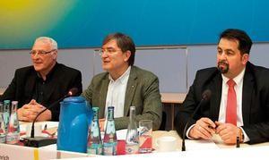 Ulrich Janßen, Heinrich Bleicher-Nagelsmann und Aiman Mazyek (v.l.n.r.) diskutierten mit den Delegierten der Kunstfachgruppen in ver.di Foto: Ludwig Rauch