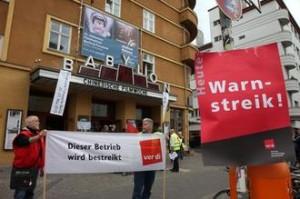 Streik im Babylon Berlin Foto: Christian von Polentz/transitfoto