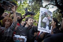 Proteste in Madrid gegen die Festnahme von zwei Fotografen und gegen weitere Behinderungen der Pressefreiheit durch die Regierung im Mai 2013. Foto: picture alliance/Rodrigo Garcia