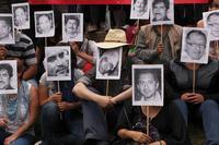 Journalisten protestieren im Februar in Mexiko Stadt gegen die Ermordung ihres Kollegen Gregorio Jimenez und gegen die Tötung anderer Journalisten im Land. Foto: AP Photo / Marco Ugarte