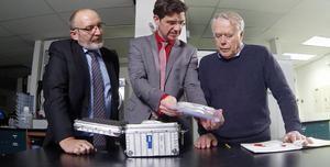 Da haben sie noch zusammen gearbeitet: Tim van Beveren (l.), Roman Stumpf mit dem Wissenschaftler Christiaan van Netten (r.) bei den Dreharbeiten. Foto: Tim van Beveren