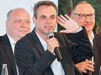 Ulli Tückmantel mit Moderator Frank Überall und Lutz Feierabend (v.l.n.r.) Foto: FOX / Uwe Völkner