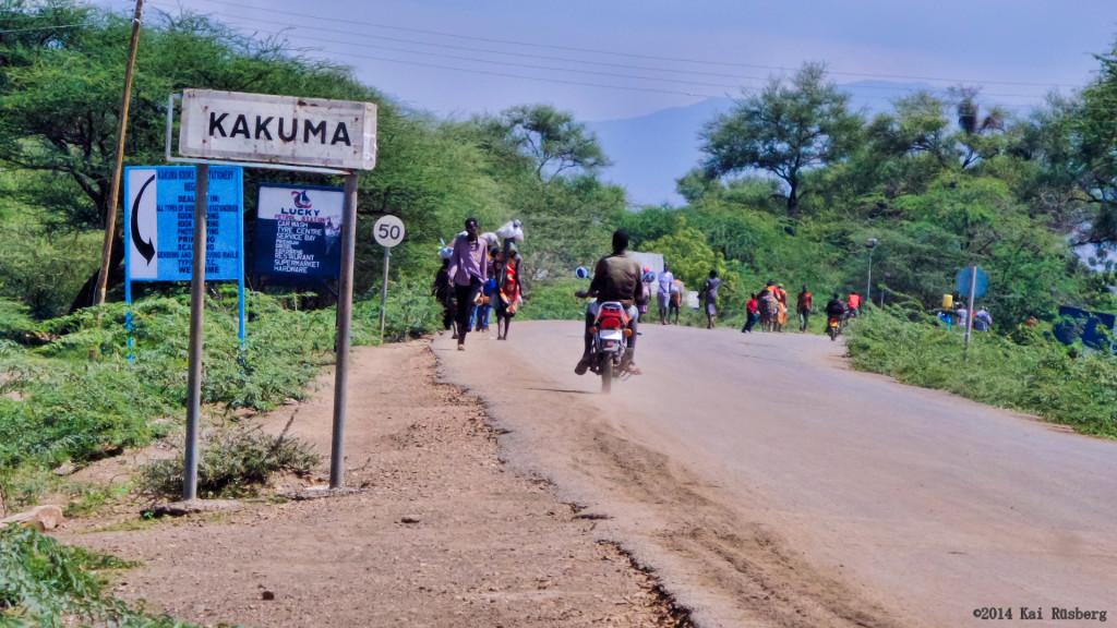 Das eigentlich kleine Dorf Kakuma im Land des Turkana-Volks gehört nach der Ansiedlung von rund 200.000 Flüchtlingen aus Sudan, Äthiopien, Somalia und dem früheren Kongo in einem riesigen Zeltcamp zu den zehn größten Städten Kenias. Foto: Kai Rüsberg
