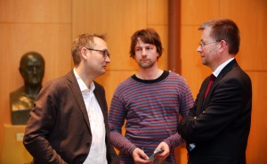 V.l.n.r.: Matthias von Fintel (ver.di), Ingo Weerts (ver.di) und Burkhard Blienert (MdB) im Gespräch Foto: Christian von Polentz