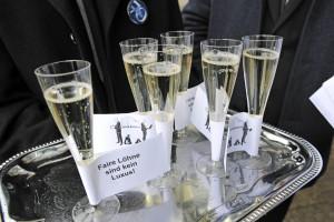 """""""Faire Löhne sind kein Luxus"""". Die ZEIT-Online verdienen durchschnittlich 10.000 Euro weniger als ihre Print-Kolleg_innen"""