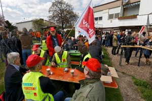Stuttgarter Kolleginnen und Kollegen beim Warnstreik. Foto: Joachim E. Röttgers