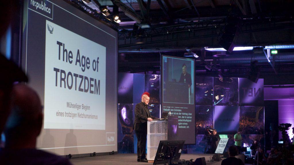 """Keine Rede zur Lage der Nation. Sascha Lobo auf der re:publica über """"The Age of Trotzdem""""Foto: Martha Richards"""