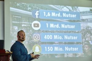 Stephan Schilling, Divimove GmbH, erklärt die Professionalisierung des YouTube-Kosmos Foto: Hermann Haubrich