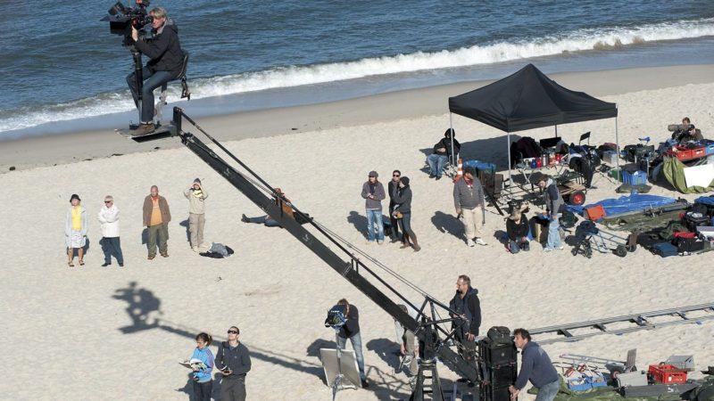 """Am Set für den Film """"Nord Nord Mord"""" am Strand von Sylt. Foto: ZDF/Christine Schroeder"""