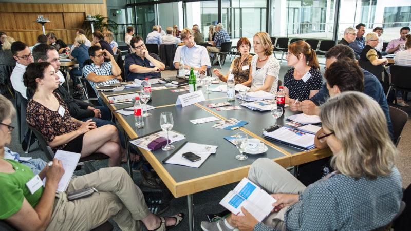 """""""Tischdiskussionen"""" auf der IQ-Fachkonferenz zur Journalistenausbildung in Bonn . """"Die Besten gewinnen: Frischer Wind im Volontariat"""" Foto: Jürgen Seidel"""