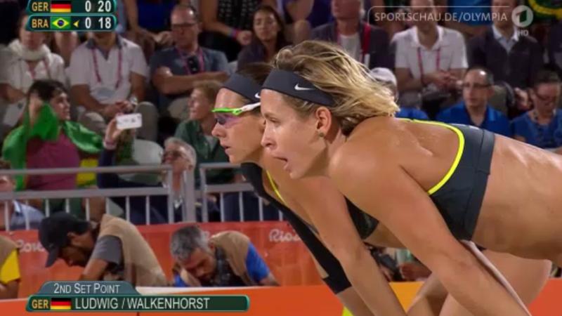 Olympia Rio 2016: Die späteren Siegerinnen im Finale des Frauen-Beachvolleyballtuniers.  Foto: NDR Video-Screenshot (http://tinyurl.com/zoyjpso)
