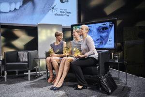 Die Preisträgerinnen Anna Hilsmann - 2. Preis , Melanie Matuschak - 1. Preis und Katrin-Marie Schnell 3. Preis (v.l.n.r.). Foto: Hermann Haubrich