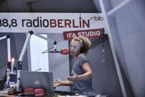 IFA 2016: Diana Holtorff moderiert das IFA-Radio des RBB Foto: Hermann Haubrich