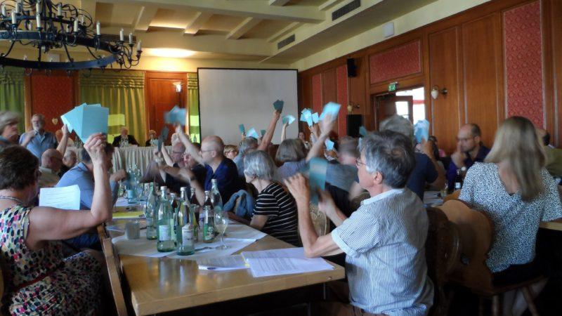 Abstimmung! Außerordentliche Mitgliederversammlung der VG Wort in München auf dem Spiel. Foto: Heinz Wraneschitz