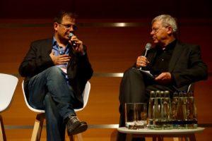Sportjournalist und Doping-Experte Hajo Seppelt im Gespräch mit Moderator Uli Röhm Foto: ver.di