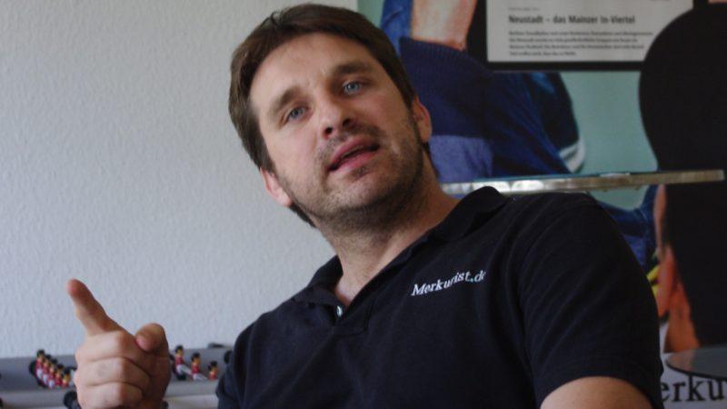Der 32-jährige Manuel Conrad ist hat mit dem Merkurist Journalisten-Arbeitsplätze geschaffen. Die Bezahlung ist erfolgsabhängig.Foto: Klaus Nissen