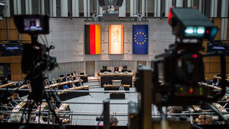Blick in den Plenarsaal des Berliner Abgeordnetenhauses am 27.10.2016. Die Abgeordneten des Berliner Landesparlaments waren nach der Wahl im September erstmals zusammengetreten. Foto: Sophia Kembowski/dpa