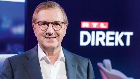 """Jan Hofer moderiert im Wechsel mit Pinar Atalay montags bis donnerstags in Konkurrenz zu den Tagesthemen um 22:15 Uhr """"RTL Direkt"""". Foto: TVNOW/Markus Nass"""