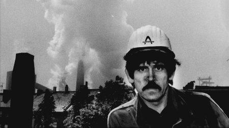 """Günter Wallraff als """"Türke Ali"""" (l. oben) in seinem Buch """"Ganz unten"""" von 1984. Wallraffs Erfahrungsbericht hatte eine deutschsprachige Auflage von über 4 Millionen und wurde in mehr als 30 Ländern übersetzt. Günter Zint war mit seiner Kamera immer dabei. 1986 wurde das Buch verfilmt."""